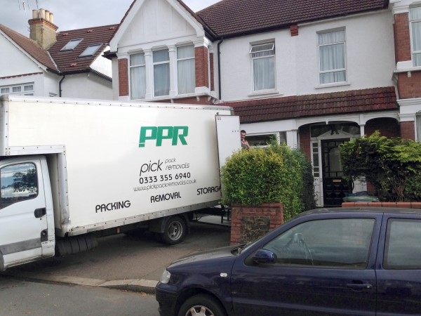 Man And Van To Help Move Furniture In Hertfordshire Pick Pack Beauteous Furniture Removals Exterior